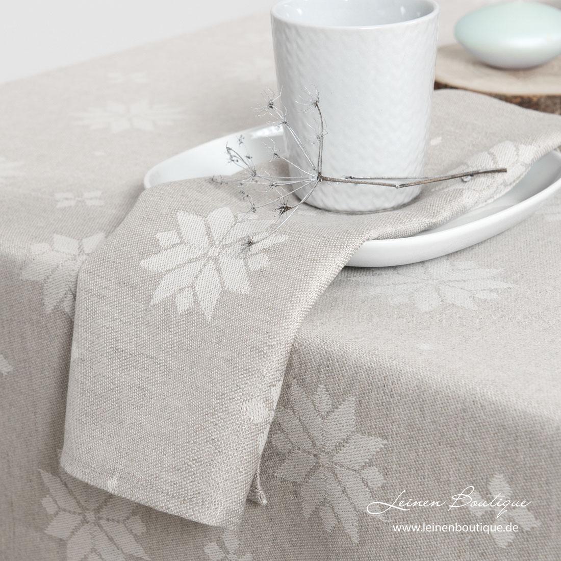 Naturgrau-weiße Serviette mit eingewebten Sternen
